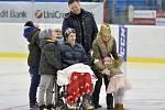 Plzeňský fotbalista Marián Čišovský s rodinou na charitativním hokejovém utkání fotbalových a hokejových legend na podporu Spolku 28 Mariána Čišovského a Nadace fotbalových internacionálů, 16. prosince v Plzni.
