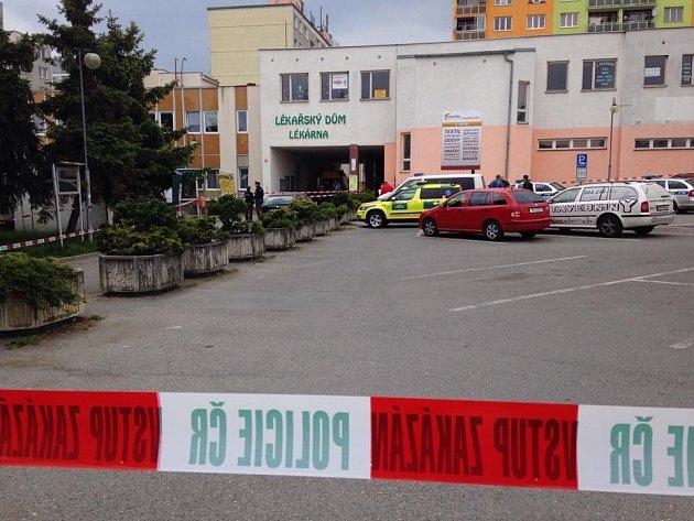 Vražda v Horní Bříze na severním Plzeňsku. Žena zemřela v místní knihovně poté, co ji bodl muž nožem