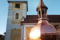 Báň se brzy vrátí na věž lukavického kostela.