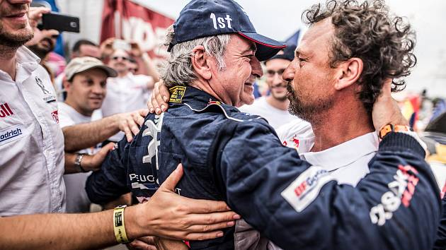 Jiří Šimeček se ocitl v těsné blízkosti závodníků rallye. Do týmu si ho vybral přední český fotograf Marian Chytka.