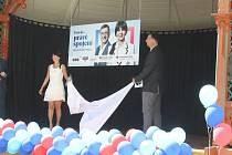 Lídr kandidátky Ilona Mauritzová odhaluje společně s kandidátem za TOP 09 Richardem Piknerem volební spot.