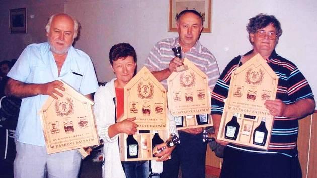 Mariášníci z Budislavic Pavel David, Marie Křížová, Lubomír Kříž a Jan Žák získali na soutěži Český pohár v roce 2006 ceny pro druhý nejlepší tým