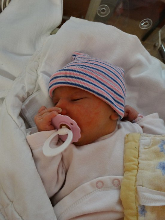 Elena Fáberová se narodila 1. prosince ve 14:18 mamince Johaně a tatínkovi Honzovi z Rokycan. Po příchodu na svět v plzeňské FN vážila jejich prvorozená dcerka 3168 gramů a měřila 49 cm.