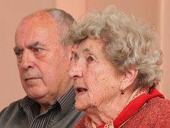 Ti, kteří přežili. Marie Šupíková a Pavel Horešovský měli štěstí. Jsou to lidické děti, které přežily válku
