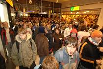 Včerejší otevření obchodně –zábavního centra Plaza v Plzni si nenechaly ujít tisíce Plzeňanů. Nachází se zde supermarket Albert, řada malých obchodů a také zábavní centrum Fantasy Park.