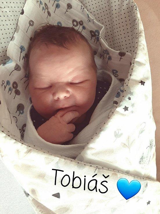Tobiáš Stonavský ze Sušice se narodil v klatovské porodnici 12. května v 17:44 hodin (50 cm, 3710 g). Rodiče Dalibor a Michaela dopředu věděli, že tříleté Sofince přivezou domů malého brášku. Tatínek byl u porodu.