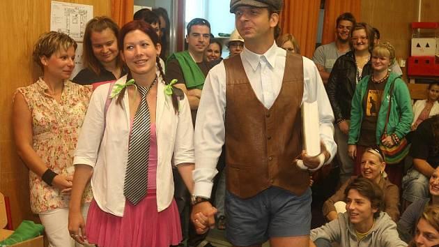 Součástí programu byla také recesistická módní přehlídka nových školních uniforem