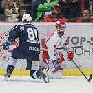 Semifinále play off hokejové extraligy - 5. zápas: HC Oceláři Třinec - HC Škoda Plzeň, 11. dubna 2019 v Třinci. Na snímku (zleva) Jaroslav Kracík, Martin Růžička.