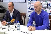 Martin Straka (vlevo) uvedl  Tomáše Vlasáka do funkce sportovního manažera.