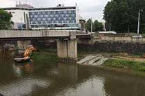 Na Anglickém nábřeží se začalo se stavbou náplavky
