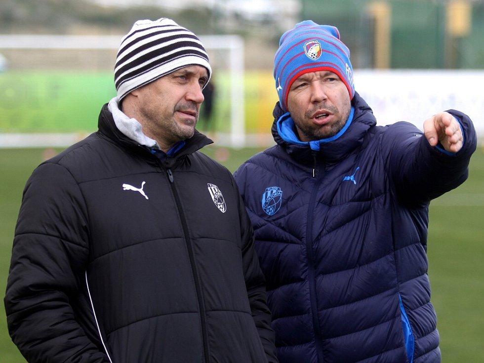 Trenér Roman Pivarník (vlevo) a jeho asistent Pavel Horváth na soustředění ve Španělsku