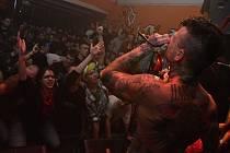Společně s Pipes and Pints se představila plzeňská folk rocková kapela Cheers,  skupina Suffer a pražští Dirty Blondes. Čtveřici kapel se povedlo zaplnit Divadlo pod lampou doslova k prasknutí.