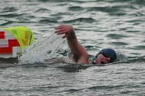 Otužilci z celé republiky i ze zahraničí závodili v sobotu 28. listopadu v Plzni na Velkém boleveckém rybníku při závodu Slavnost slunovratu, který je součástí Českého poháru v zimním plavání.