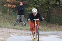 V Plzni se jel náročný čtyřiadvacetihodinový závod koloběžek.