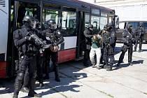 Společné cvičení české a německé policie na polygonu ve Zbirohu