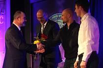 Zaplněný sál Měšťanské besedy v Plzni včera tleskal vítězům tradiční ankety