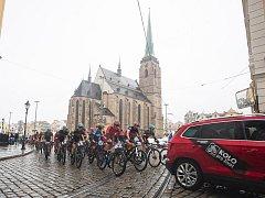 Přes deštivé počasí se letošní Plzeňské 50 MTB zúčastnilo více než 1500 bikerů.