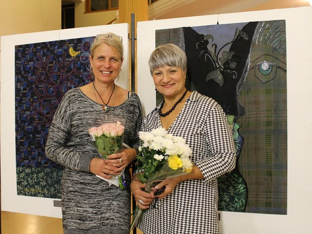 Plzeňská malířka Jana Vacková a její kolegyně akamarádka, výtvarnice Marie Šedá Němejcová, uvedly v minulém týdnu svou novou výstavu 'Dvě Evy' v budově plzeňského Rozhlasu v Plzni na Borech