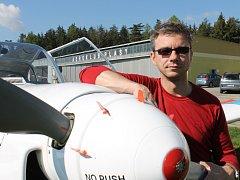Jan Rudzinskij, polovina formace The Flying Bulls Duo, jenž o víkendovém Dni ve vzduchu čeká v Plasích premiéra