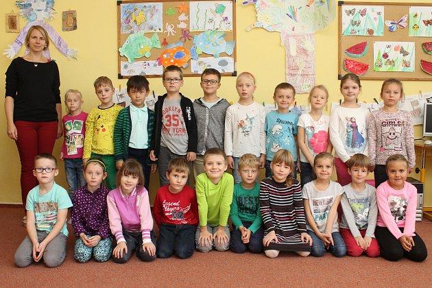 Třída 1.B a učitelka Martina Krejčová.