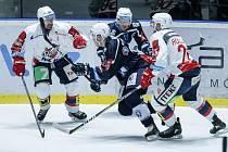Hokejové utkání 45. kola Tipsport extraligy v ledním hokeji mezi HC Dynamo Pardubice (v červeném) a HC Škoda Plzeň 1929 (v modrém) v pardudubické ČSOB pojišťovna ARENĚ.