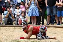 Žongléři a kejklíři na festivalu Das Fest.