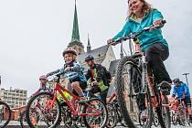 Den bez aut připomněla v Plzni tradiční Velká plzeňská podzimní cyklojízda