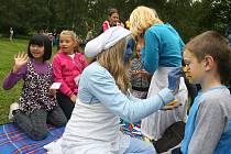 Hravé odpoledne se šmouly si v pátek užívaly děti v Plzni na Homolce