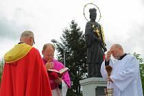 Odhalení a vysvěcení sochy sv. Jana Nepomuckého se v polovině května zúčastnili biskupové z Čech i Moravy.