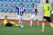 Domažlická Jiskra (v pruhovaném při pohárovém utkání s Ústím) tak přijde i o atraktivní zápas MOL Cupu s prvoligovou Olomoucí.