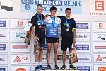 Dorostenec Filip Matějovič (na snímku uprostřed) je novým  českým šampionem v triatlonu.
