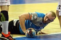 Jakub Tonar poznal agresivitu jičínské obrany při prvním utkání semifinále házenkářského play-off v Plzni.
