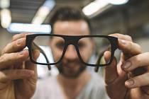 Plzeňský podnikatel Ondřej Bek a jeho dřevěné brýle značky Bekwood.