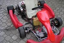 Závodní elektromotokára. Sportovnější verze s co nejnižší spotřebou je dílem studentů ZČU