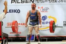 VÍTĚZ  v kategorii Masters 1 ve váze do 74 kg Brit Phillip Richard zvládl v mrtvém tahu úctyhodných 247,5 kg.
