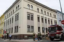 Evakuace Domova mládeže Střední průmyslové školy dopravní ve Skrétově ulici v Plzni