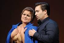 Petra Alvarez Šimková v titulní roli a Richard Samek jako Alfréd Germont při zkoušce opery La traviata