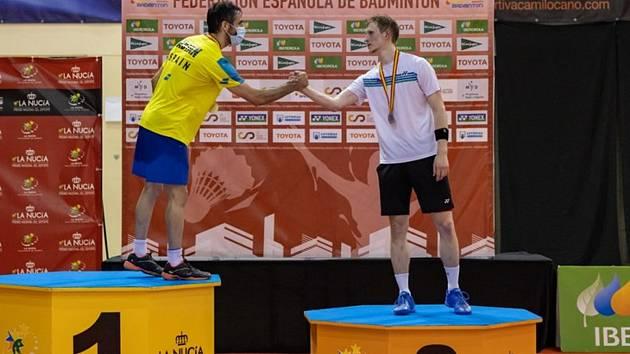 Jan Louda získal po výborných výkonech stříbrnou medaili na turnaji Spanish International, čímž se výrazně přiblížil účasti na letošním mistrovství světa v badmintonu.