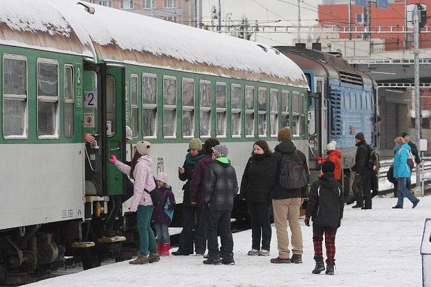 Mikuláššský vlak vzal cestující na křivoklátské trhy