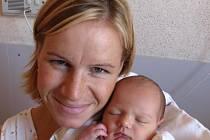 Jiřině a Petrovi Řezáčovým z Chotěšova se 18. srpna ve 12.40 hod. narodila v Mulačově nemocnici dcera Lenka (3,75 kg/53 cm), na kterou doma už čeká dvaapůlletý bráška Péťa