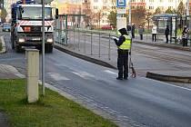 Policie vyšetřuje nehodu na křižovatce ulic Koterovská a Krejčíkova