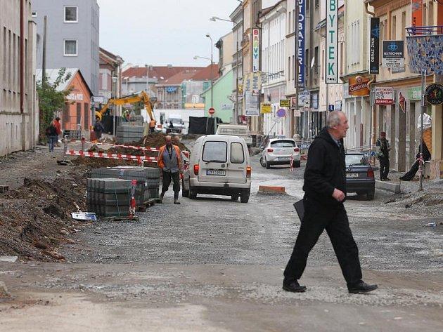 Rekonstrukce Kollárovy ulice přináší spoustu problémů prodejnám a restauracím