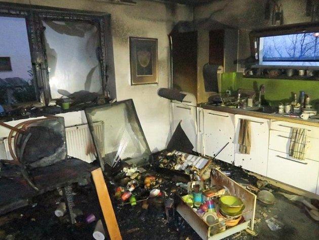 Požár rodinného domu zapříčinila vadná powerbanka