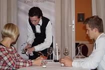 Vladimír Přibáň během soutěže sommelierů. Další soutěž žáka hotelové školy čeká za měsíc ve Znojmě