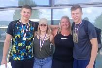 Trenérka roku mládeže 2017 Lucie Plašilová se svými svěřenci sourozenci Jakubem a Michalem Forejtovými a Kateřinou Skypalovou (AK Škoda Plzeň).