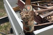 V roce 1975 zazdila trojice kamarádů ve Městě Touškově pivo a vzkaz budoucím generacím, teď bylo vše objeveno.