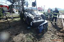 Na přejezdu u Lužan se srazil vlak  s autem