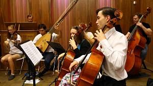 Zkouška barokního orchestru