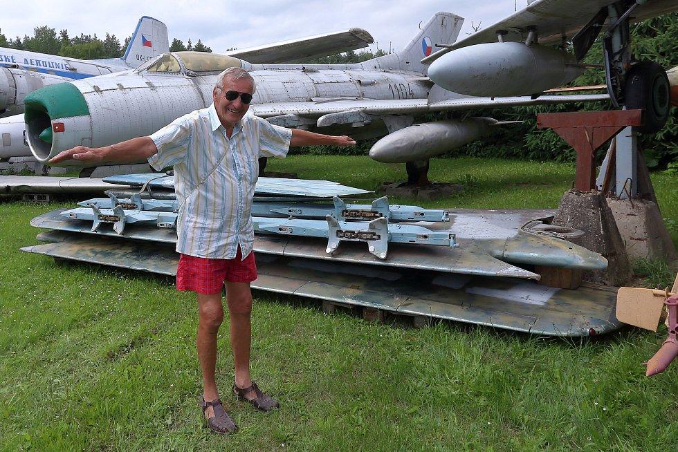 MiG-23 byl navržen jako hornoplošník s měnitelnou geometrií křídla.