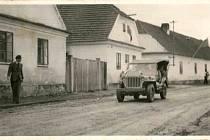 První americké vozidlo v Dolní Lukavici. Snímek je z 13. května 1945.